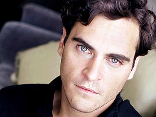 Joaquin Phoenix Checks into Rehab