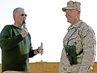 Letterman Hosts Holiday Late Show in Iraq