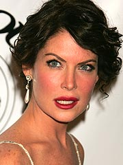 Lara Flynn Boyle Mum on Airline Incident