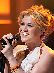 Kelly Clarkson Denies Fight Over Songs