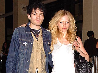 Avril Lavigne, Sum 41 Singer Engaged