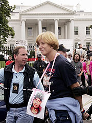 Cindy Sheehan Vows to Tie Self to White House