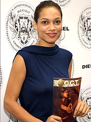 Rosario Dawson Turns Heads at Comic-Con