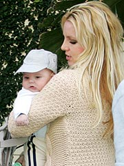 Britney's Mom: Kevin Changes Diapers