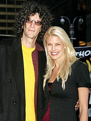 Howard Stern&#39;s Fianc&#233;e Says He&#39;s &#39;Groomzilla&#39;