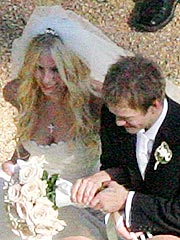 Avril Lavigne Marries Deryck Whibley