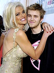Anna Nicole's Son Dies, Daughter Is Born