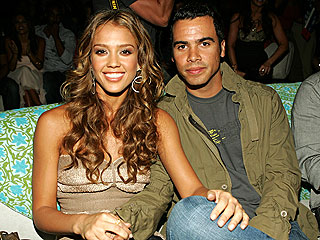 Couples Watch: Jessica & Cash, Brad & Angelina...