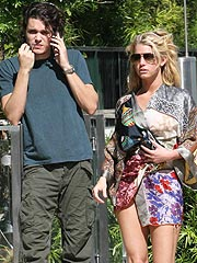 Jessica Simpson Rocks Out at John Mayer Concert