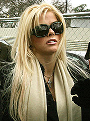 Lawyer: Anna Nicole Is &#39;Overwhelmed&#39;