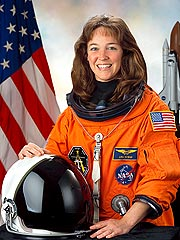 Ex-Astronaut Lisa Nowak Wants Monitoring Bracelet Removed