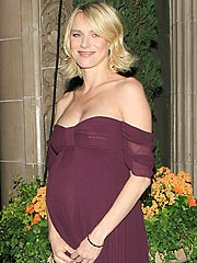 Pregnant Naomi Watts Feeling 'Energetic and Strong'
