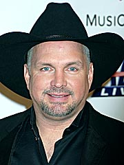 Garth Brooks Donates Personal Stuff to Museum