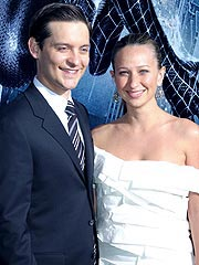 Tobey Maguire Marries Jennifer Meyer in Hawaii