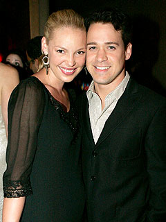 T.R. Knight, Katherine Heigl Not Leaving Grey's Anatomy