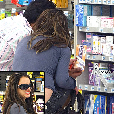 Britney Spotted Shopping for Pregnancy Test