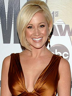 Kellie Pickler Golfs for a Good Cause