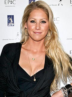 Anna Kournikova Injured in Shoving Match