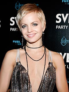 Mena Suvari Gets Engaged to Music Producer