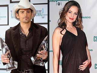 Brad Paisley's Favorite CMA Moment: Kissing Wife's Baby Bump