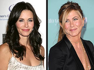 Courteney Cox Offers 40th Birthday Wish to Jennifer Aniston