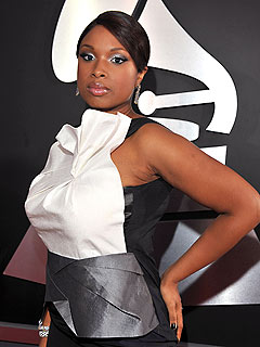 Jennifer Hudson Sets Wedding Date, Returns to Idol