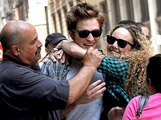 Manhattan Mob Scene: Robert Pattinson Ambushed By Fans on Movie Set