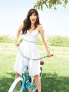 Zooey Deschanel Makes the Most of Summer
