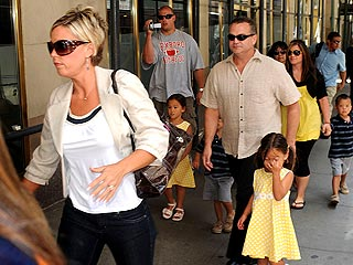 Report: Paparazzi and Security Guards Clash Outside Gosselin Photo Shoot