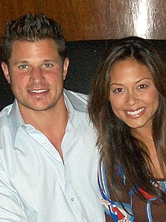 Nick Lachey and Vanessa Minnillo Get Cozy in Three Cities