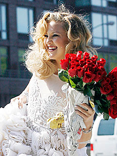 PHOTO: Kate Hudson Poses as a Blushing Bride