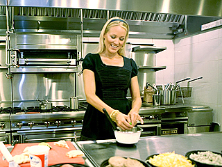 FIRST PHOTO: Jewel Is a Real Dish (at Denny's)