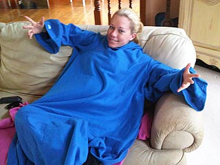 Kendra Wilkinson Loves Her Big Blue Snuggie!