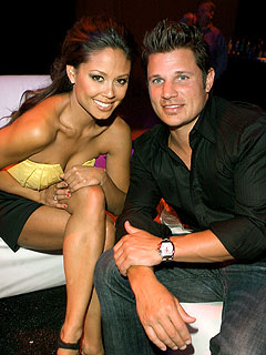 Vanessa Minnillo Showers 'Twice a Day' with Nick Lachey