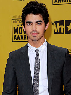 Joe Jonas: Single and Loving It