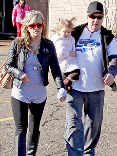 Jamie Lynn Spears Steps Out with an Older Man (Her Dad!)