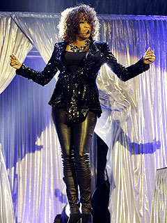 Whitney Houston&#39;s Off-Key Night Disappoints London Fans