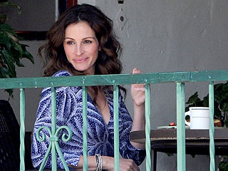Julia Roberts Feasts on Seven Courses with Her Eat Pray Love Cast