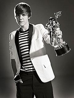 See Justin Bieber Accept a VMA