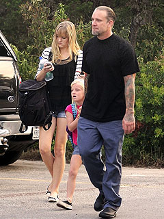 Jesse James Takes His Daughters to School – in Texas