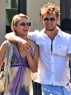 Dianna Agron, Alex Pettyfer Engaged?