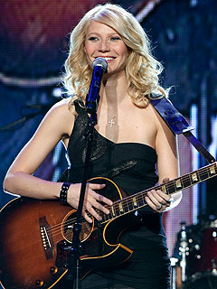 Gwyneth Paltrow Performing Live Country Music