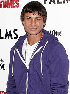 Pauly D&#39;s Halloween Horror: In Public Without Any Hair Gel!