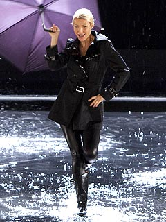 Gwyneth Paltrow on Glee: Rihanna's 'Umbrella' and 'Singin' In the Rain'
