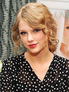 Taylor Swift Turns 21 with Pizza and a Serenade