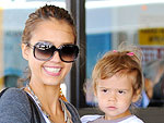 Stars&#39; Airport Style | Jessica Alba