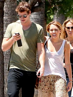 Miley Cyrus Dines Al Fresco with Liam and Chris Hemsworth