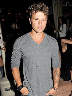 Ryan Phillippe Orders Oysters, Steak in the Big Apple