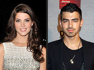 Joe Jonas & Ashley Greene Prove They're (Still) Friends in Vegas