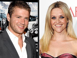 Ryan Phillippe & Reese Witherspoon's Kids Play Games with the Paparazzi
